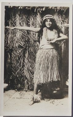 Hawaiians: Hula Dancers and Musicians Hawaiian People, Hawaiian Girls, Hawaiian Tiki, Vintage Hawaiian, Hawaiian Islands, Hawaii Hula, Aloha Hawaii, Tahiti, Hula Music