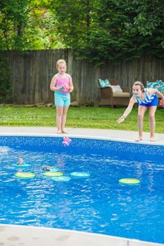 Creative DIY Pool Games With Dollar Store Materials Gunite Swimming Pool, Swimming Pool Games, Swimming Pool House, Pool Party Games, Pool Party Decorations, Pool Activities, Outdoor Activities For Kids, Nanny Activities, Cheap Pool