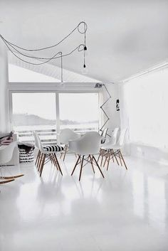 Witte vloeren worden steeds populairder. Dat is goed te begrijpen, wittinten in…