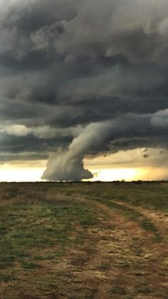 "Top 10 Weather Photographs: ""Scud Cloud Creates a Tornado Look a Like"" – Texas chase. Picture was taken just south east of wheeler tx. Tornados, Thunderstorms, Weather Cloud, Wild Weather, Natural Phenomena, Natural Disasters, Fuerza Natural, Skier, Extreme Weather"