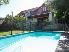 Scott Cottage - Set within the scenic Scott Estate in Hout Bay, Scott Cottage offers a great getaway option to guests.  It is ideal for couples or small families visiting this part of Cape Town.  This spacious cottage ... #weekendgetaways #houtbay #southafrica