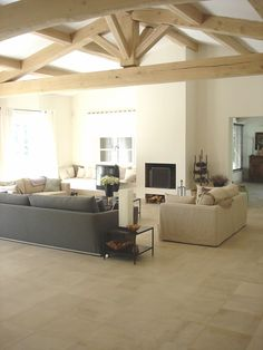 Dalle format 40x40 cm, finition adoucie, dallage en pierre naturelle de Bourgogne Semond clair B1 rubanée - sol intérieur contemporain moderne, couleur beige, format carré