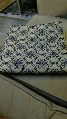Blackwork, Linen Napkins, Needlepoint, Cross Stitch Patterns, Diy Crafts, Embroidery, Wallet, Sewing, Crochet