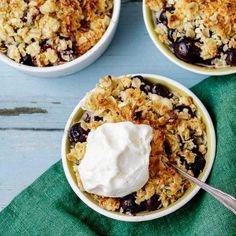 Härlig smulpaj med blåbär, mandelmassa, kademumma och vit choklad
