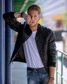 Valentin Dickler (@vaaalouh) • Photos et vidéos Instagram Men's Fashion, Bomber Jacket, Leather Jacket, Photos, Jackets, Instagram, Jacket, Fashion Ideas, Moda Masculina