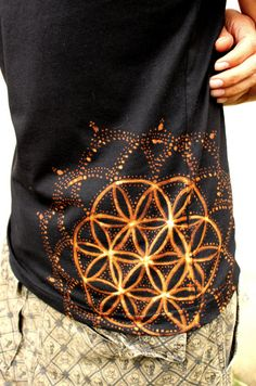 FLOWER of LIFE T SHIRT (diy inspiration) These shirts are awesome! they are hand painted so cool! ---> Great tools for light-workers. Flower of Life T-Shirts, V-necks, Sweaters, Hoodies & More ONLY 1 (Tshirt Diy Ideas) Gebleichte Shirts, Bleach T Shirts, Band Shirts, Fabric Painting, Fabric Art, Textiles, Psytrance Clothing, Bleach Art, Diy Kleidung