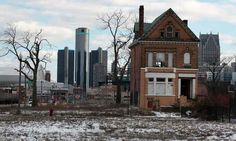 A vacant, boarded up house in the once-thriving Brush Park neighbourhood with the downtown Detroit skyline behind it.This makes me sad. Detroit was once a bustling city - in the it was wonderful.