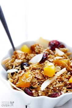 Quinoa Granola Recipe -- super easy to make, and delicious in parfaits or just on its own! | gimmesomeoven.com #breakfast