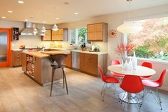 Remodel of mid-century-modern Portland home, the View-Master House.