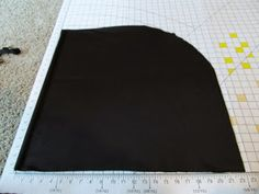 Crafters In Disguise: A Pattern-Free Hood for a Fantasy Cloak - Need this for my Arrow cosplay. Hood Pattern Sewing, Sewing Patterns Free, Dress Patterns, Sewing Hacks, Sewing Crafts, Sewing Projects, Sewing Ideas, Fabric Crafts, Larp