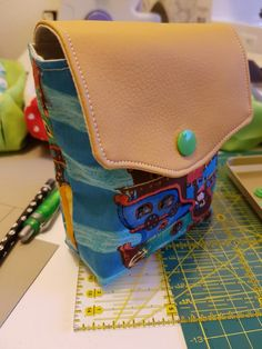 Card Case, Wallet, Cards, Projects, Pocket Wallet, Handmade Purses, Maps, Playing Cards, Diy Wallet