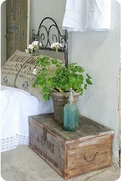 love the box and burlap pillow
