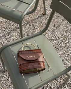 Find tips and tricks, amazing ideas for Prada handbags. Discover and try out new things about Prada handbags site Red Gold, Chanel Vintage, Paris Mode, Cute Bags, Mode Outfits, Luxury Bags, Luxury Shoes, Gucci Bags, Shoes
