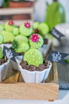 Trend Makramee und Kaktus, ein Sweet Candy Table der besonderen Art – Backlinse macaron cactus Beautiful Cakes, Amazing Cakes, Macarons, Snacks Für Party, Party Party, Macaron Recipe, Food Displays, Candy Table, Sugar Art
