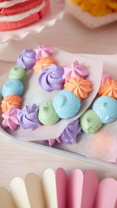 Wiener Schnitzel, Cake Decorating Piping, Cookie Decorating, Meringue Cookies, Cupcake Cookies, Cake Icing, Eat Cake, Decoration Patisserie, First Communion Cakes