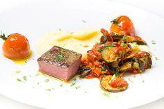 Letzter Streich in der Foodpairing-Reihe dieser Woche. Heute: Rosé-Sekt zu zartem Lamm und Ratatouille-Sauce. Mit etwas Glück kannst Du auch ein Sekt-Probierpaket gewinnen. Lammlachse sind einfach fein. Du weißt ja: Als