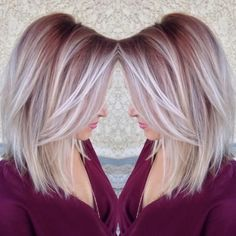 Pretty maroon color shadow roots to white blonde ends Blond Rose, Blonde Rose Gold Hair, Rose Gold Short Hair, Cabelo Rose Gold, Ice Blonde, Blonde Ends, Blonde Hair Pink Roots, Burgundy Blonde Hair, Blonde Fall Hair Color