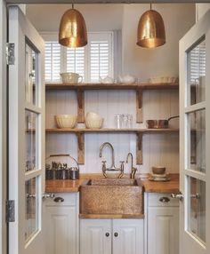 Small kitchenette / butlers pantry