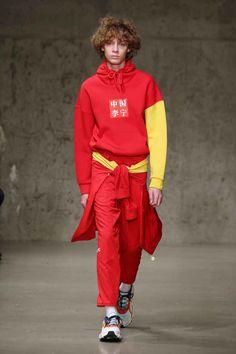 Li-Ning Fall-Winter - New York Fashion Week - Male Fashion Trends Male Fashion Trends, Sport Fashion, New York Male Fashion, Womens Fashion, T Dress, Mens Fall, Men Looks, Sneakers Fashion, Runway Fashion