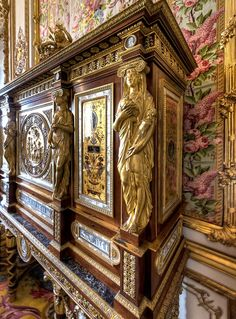 Jewel Cabinet of Marie Antoinette at Versailles by Jean Henri Riesener Chateau Versailles, Palace Of Versailles, French Furniture, Antique Furniture, Fine Furniture, Furniture Design, Marie Antoinette, Rue Rivoli, Mansion Homes