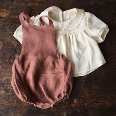 Wool & Natural Kids Wear -Lois and pippa rompers and cardigans Baby Outfits, Outfits Niños, Toddler Outfits, Kids Outfits, Baby Girl Fashion, Toddler Fashion, Kids Fashion, Fashion Tips, Baby Kids Clothes