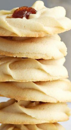 Shortbread Cookies with Jam - Taste of Artisan Spritz Cookies, Xmas Cookies, Yummy Cookies, Cake Cookies, Cookie Desserts, Easy Desserts, Cookie Recipes, Dessert Recipes, Desert Recipes