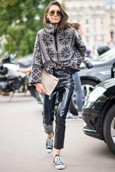The Best Street Style Looks From Paris Fashion Week - Fashionista Fashion Weeks, Fashion Week 2018, Fashion Week Paris, Daily Fashion, Street Style 2017, Spring Street Style, Outfits Inspiration, Inspiration Mode, Paris Street Styles