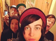LOOK AT THEM ALL AW  KELLIN IS JUST ADORABLE  JESSE IS SO CUTE  GABE IS ADORABLE  JACK OMFG  AND JUSTIN TAKING SELFIES  YOU ALL NEED STOP