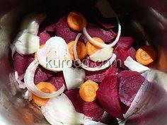 Шаг 1 - на дно кастрюли уложить овощи