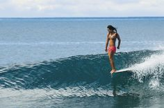 Kelia Moniz - Longboard #surf Hanging off the nose.