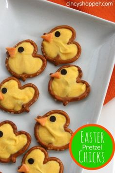 Sweet and salty Easter Pretzel Chicks Treats are a quick and easy snack idea. Holiday Desserts, Holiday Baking, Holiday Treats, Holiday Recipes, Easter Desserts, Easter Treats, Easter Food, Easter Bunny, Easter Snacks