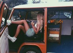 Road Trip :: Seek Adventure :: Explore With Friends :: Summer Travel :: Gypsy Soul :: Chase the Sun :: Discover Freedom :: Travel Photography :: Free your Wild :: Discover more Road Trip Destinations + Inspiration Vw Bus, Vw Camper, Van Life, Camping, Model Shooting, Vw Vintage, Come Undone, Surfer, How To Pose