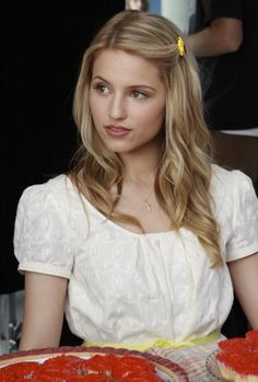 Love the hair, love the make up, love the simple white blouse. Whoever styles Quin Fabray is awesome.