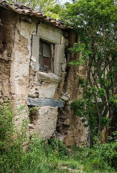 Old Buildings, Abandoned Buildings, Abandoned Places, Beautiful Ruins, Beautiful Buildings, Beautiful Places, House Sketch, Unusual Homes, Old Doors