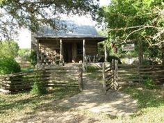 New Tracks Ranch Log Cabin - Texas Hill Country