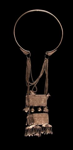 Vietnam - Ha Giang, Lao Chai | Wedding necklace from the Yao Lan Tien people; silver // ©Quai Branly Museum. 71.1938.121.14