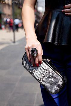 Vogue México show how to style Swarovski s Vesuve Ring for daytime fb1564d359ab