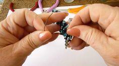 Shorten beaded kumihimo bracelet. Acortar un brazalete de kumihimo con cuentas.