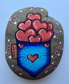 Rock Painting Patterns, Rock Painting Designs, Pebble Painting, Stone Painting, Painted Rocks Craft, Painted Stones, I Got A Rock, Lucky Stone, Rock Artists