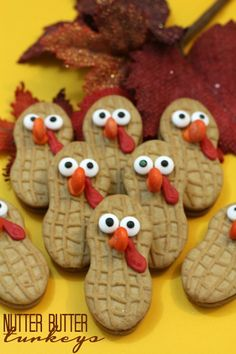 Nutter Butter Turkey Cookies! Super cute Thanksgiving Cookies for School Parties or Family Dinners!