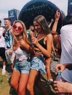 Ideas music concert photography pictures for 2019 Bff Pictures, Best Friend Pictures, Summer Pictures, Friend Photos, Festival Looks, Festival Style, Coachella, Best Friend Fotos, Shooting Photo Amis