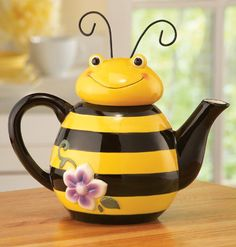 Collections Etc Bee Shaped Ceramic Kitchen Teapot Collections Etc, Teapots And Cups, Ceramic Teapots, Pottery Teapots, Chocolate Pots, Bees Knees, Mellow Yellow, Yellow Black, Tea Set