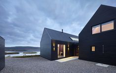 The House On The Creek`s Shore In Great Britain http://bestdesignideas.com/the-house-on-the-creeks-shore-in-great-britain