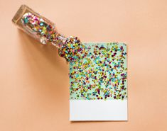Glitter new year's crafts for kids Kids Crafts, New Year's Crafts, Easy Crafts, Craft Projects, Paper Crafts, Glitter Texture, Balloon Crafts, Diy Confetti, Glitter Pictures