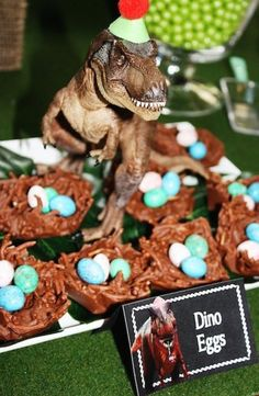 Backidee für die nächste Dino-Party >> T-Rex Dinosaur themed birthday party with So Many Awesome Ideas via Kara's Party Ideas! Full of decorating ideas, cupcakes, decor, recipes, . Park Birthday, Dinosaur Birthday Party, 4th Birthday Parties, Third Birthday, Birthday Celebration, Birthday Ideas, Dinosaur Party Games, Jurassic Park Party, Festa Party