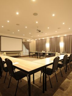 Evertsdal Guest House offers business travellers the use of four conference venues which are equipped with flip charts, whiteboards, and a data projector.