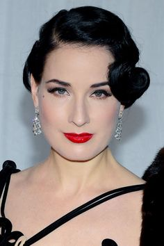Some Pictures Of Roaring 20′s Hairstyles  Here Will Giving A Vintage Look To You : Roaring 20's Hair Styles Hot And Glamour Style , This Style Is Using A Side Parted And The Hair Is Combed Tidy
