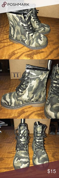 Girls Camo Combat Boots 🍂Perfect for the season!🍂 Brand new boots. I ordered online a long time ago and they sent the wrong size! Put them in the closet until my daughter could grow into them...forgot about them...now they are too small😳 They're so cute, I'm so sad we missed out on these. Link Shoes Boots