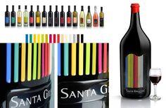 Les #étiquettes de la gamme des vins de Santa Giustina ont été conçues selon un concept unique : le spectre des couleurs de la nature qui entoure le village et le vignoble. Chaque vin possède sa propre étiquette mais toutes ont la même découpe inspirée par la forme des ailes des perdrix du logo. Ce qui nous interpelle c'est l'étiquette très spéciale de la bouteille de 12 litres réalisée avec des rayures 3D en PVC qui reprend le spectre de couleur de toutes les bouteilles de la gamme.