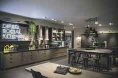 Industrial style a Eurocucina 2014 - Cose di Casa Loft Kitchen, Eclectic Kitchen, Kitchen Living, Interior Desing, Luxury Interior, Scavolini Kitchens, Bachelor Pad Decor, Cocinas Kitchen, Loft Furniture
